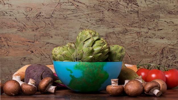 青いボウルと新鮮な野菜 無料写真