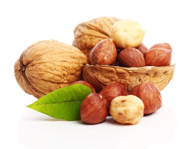 Fresh walnuts and hezelnuts Free Photo