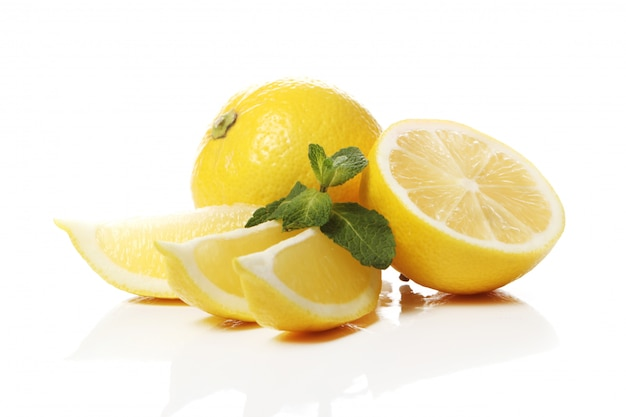 Limoni gialli freschi Foto Gratuite