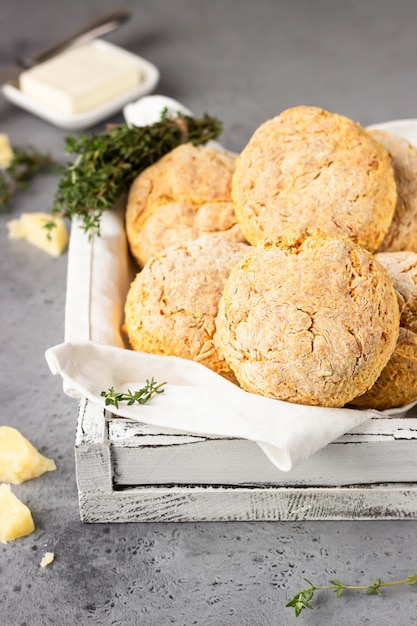 Freshly baked delicious homemade english scones with cheese and thyme Premium Photo