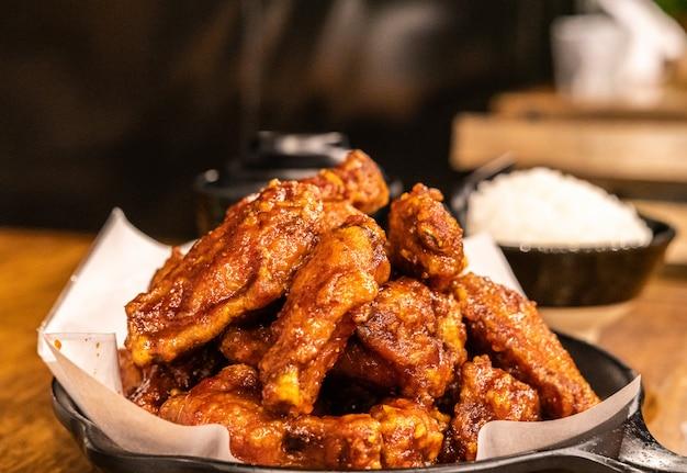 Fried chicken in dish Premium Photo