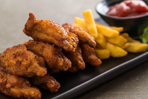 Fried chicken wings Premium Photo