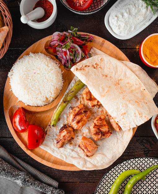 Fried chicken with lavash and rice on a wooden tray Free Photo