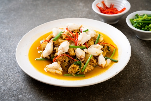 Fried crab with curry powder Premium Photo