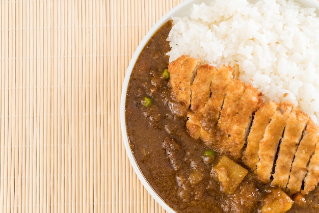 Fried cutlet pork with curry on rice Premium Photo