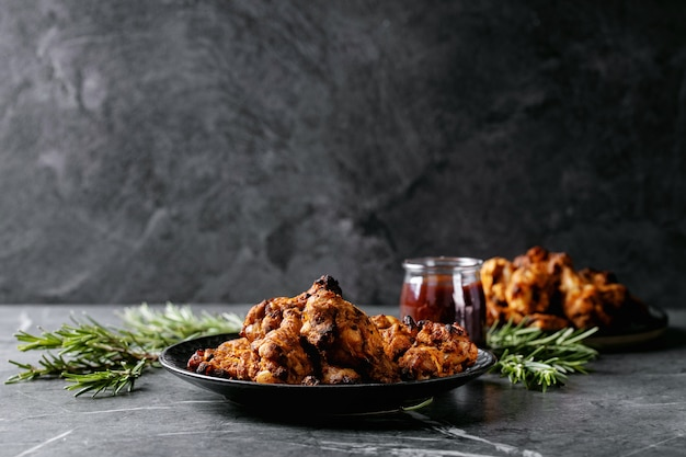 Fried drum stick chicken legs Premium Photo