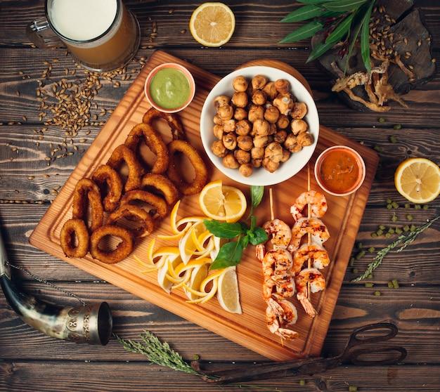 Fried dushbara, onion rings with shrimps Free Photo