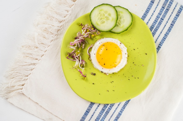 Fried eggs with cucumber Free Photo