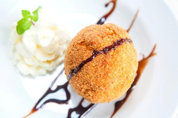 Fried ice cream Premium Photo