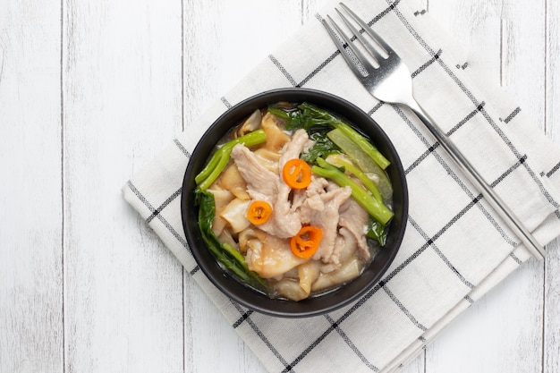 Fried noodle with pork and chinese broccoli Premium Photo