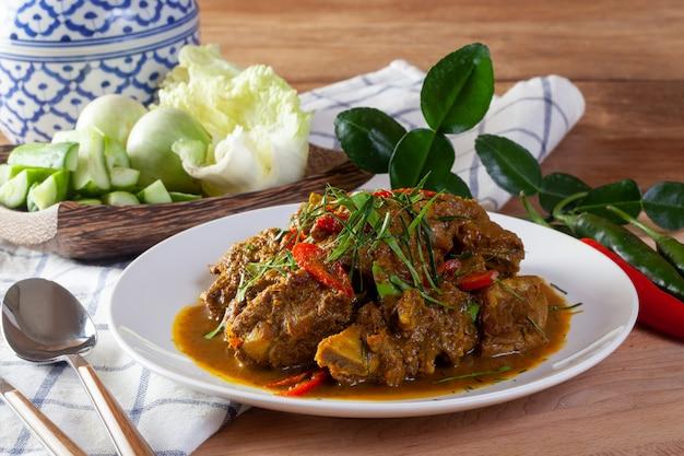 Fried pork with curry. thai food Premium Photo