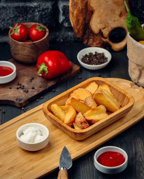 Fried potatoes with mayonnaise and ketchup Free Photo