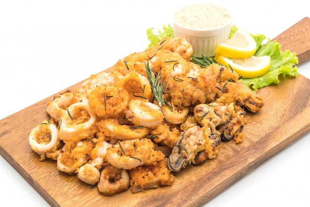 Fried seafood (squids, shrimps, mussels) with sauce Premium Photo