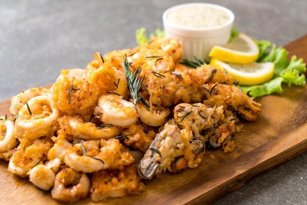 Fried seafood Premium Photo