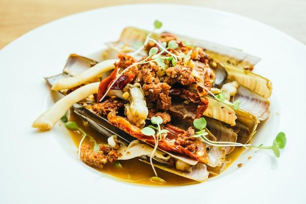 Fried spicy razor clams Free Photo