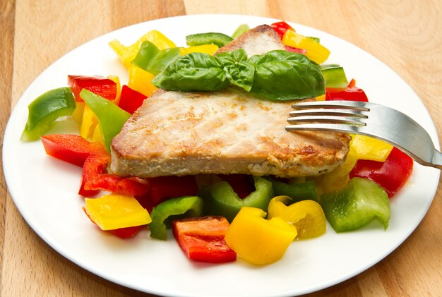 Fried tuna fillet with pepper Premium Photo