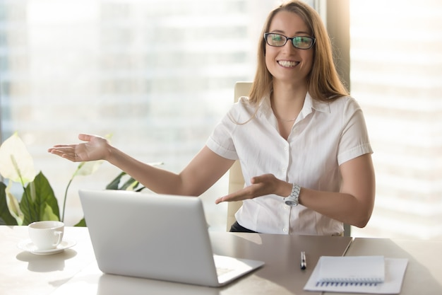Friendly receptionist invites visitors on meeting Free Photo