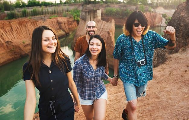 Друзья в каньоне Premium Фотографии