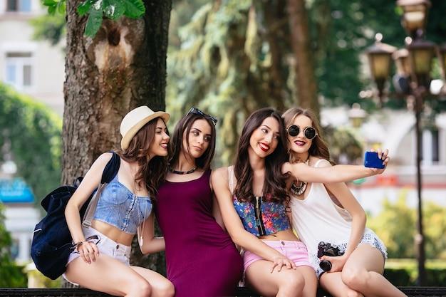 Фото молодих дівчат голих
