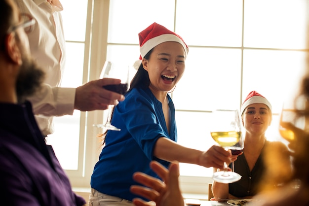 Friends celebrating holiday together Premium Photo