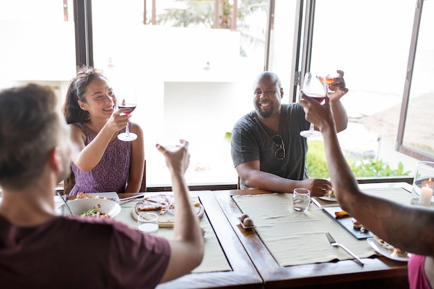 Friends drinking wine in a restaurant Premium Photo