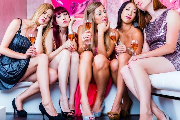 Friends partying in night club until sleep Premium Photo