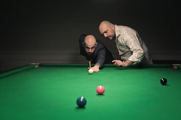 Friends playing billiard Premium Photo