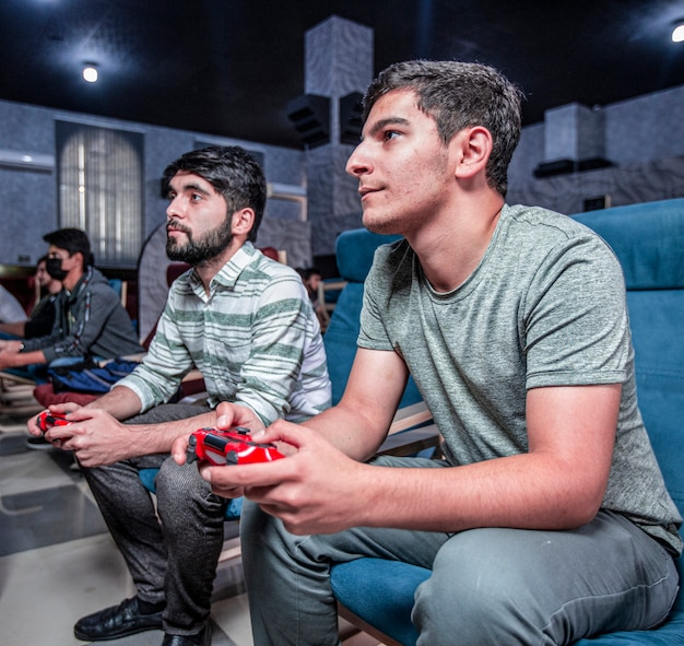 Friends playing online video games at the game club Free Photo