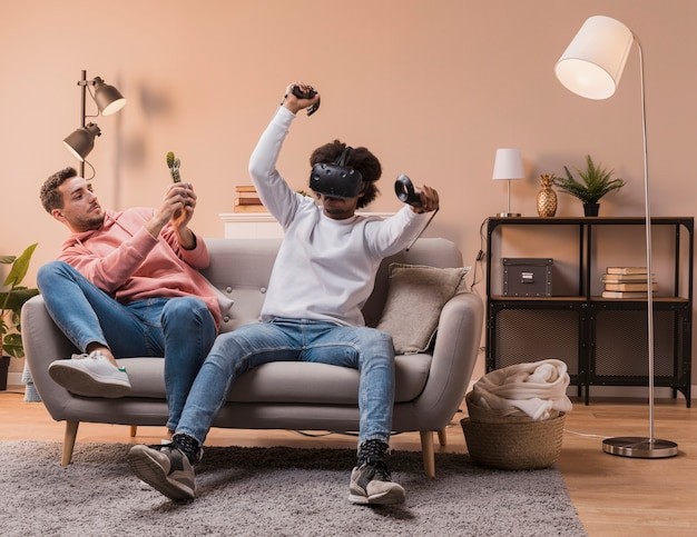 Friends playing with virtual headset Free Photo