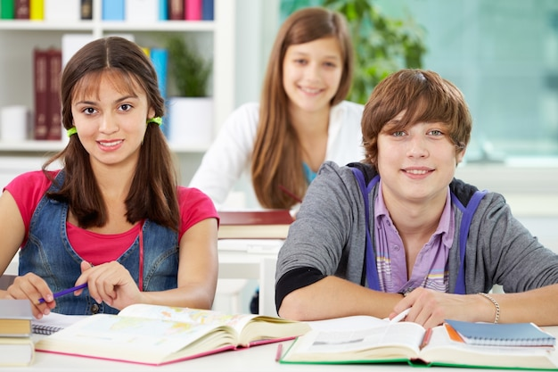 friends sitting in class photo free download