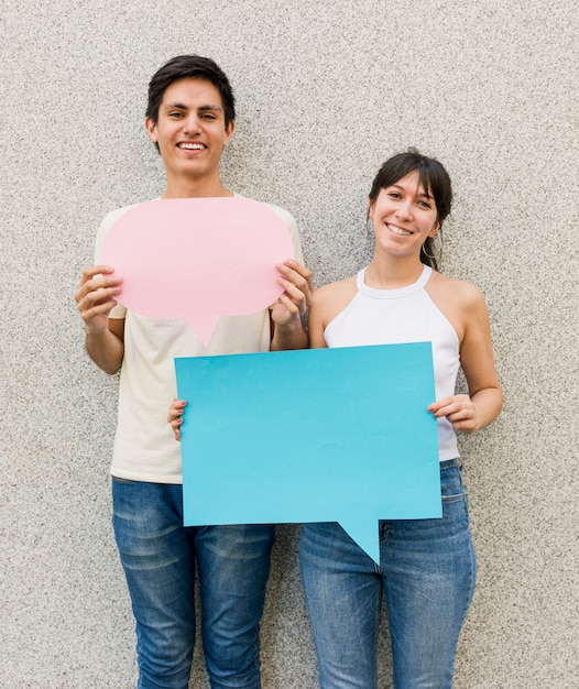 Friends together holding speech bubbles Free Photo