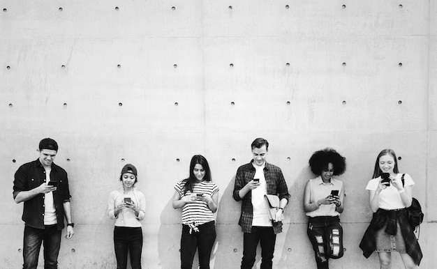 Friends using smartphones together and chilling Free Photo