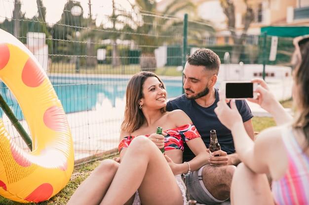 カップルと友情と夏のコンセプト 無料写真