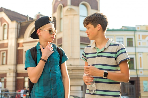 The friendship and communication of two teenage boys Premium Photo