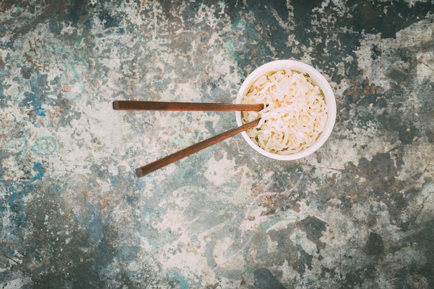From above delicious hot chinese noodles. focus. street food. Premium Photo