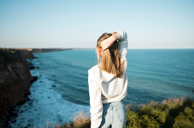 From behind girl and the sea Premium Photo
