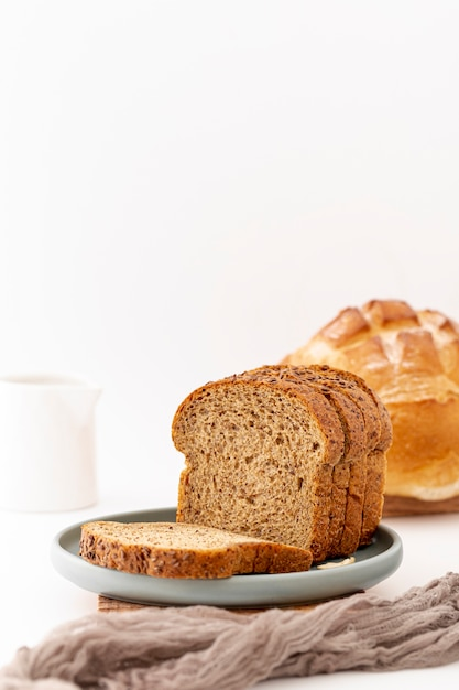 Front view baked bread slices and grey cloth Free Photo