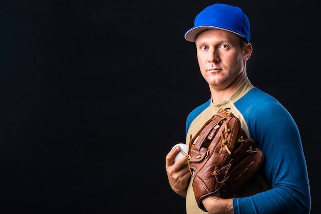 Front view of baseball player with copy space Free Photo