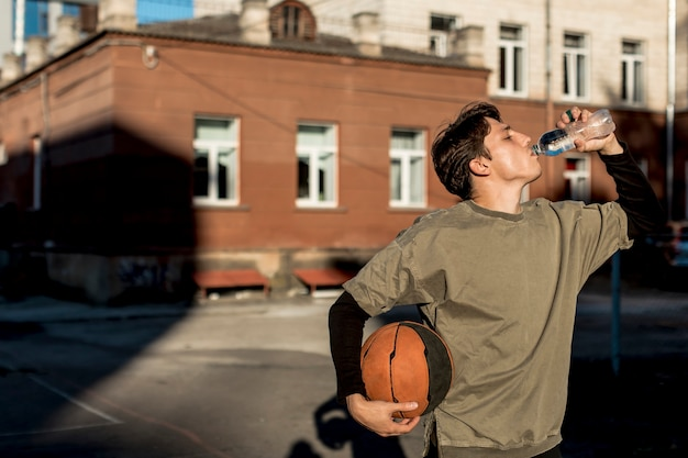 Front view basketball player hydrating Free Photo