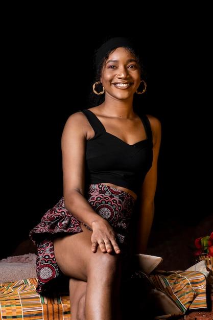 Вид спереди красивая африканская женщина Бесплатные Фотографии