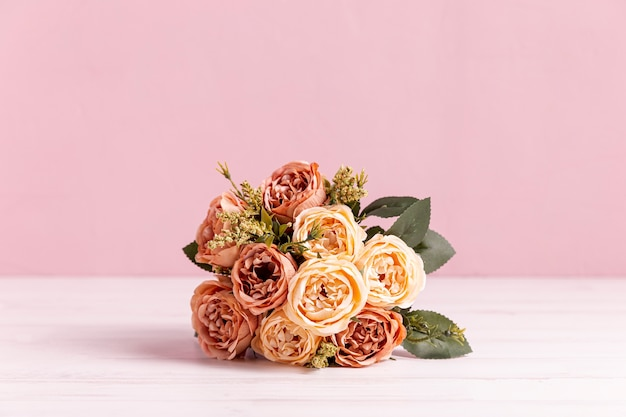 Front view of beautiful rose bouquet Free Photo
