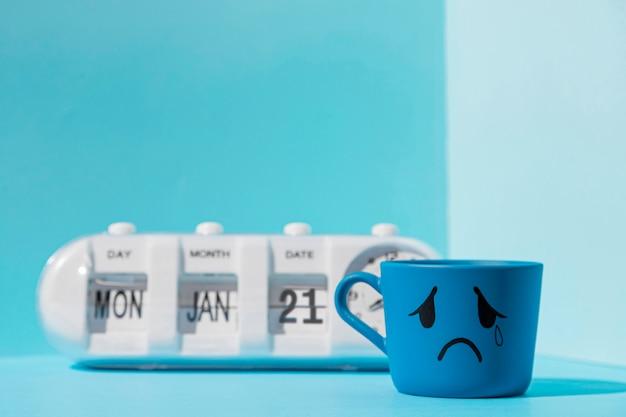 Vista frontale del concetto di lunedì blu Foto Gratuite