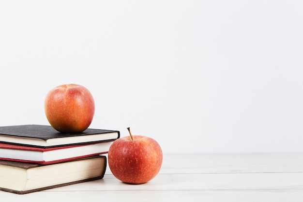 Front view of book arrangement and apples Free Photo