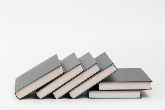 Libri di vista frontale con fondo bianco Foto Gratuite