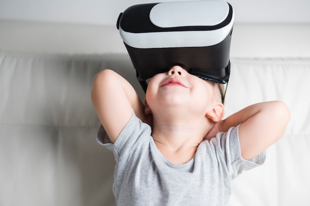 Front view boy enjoying a pair of vr headset Free Photo