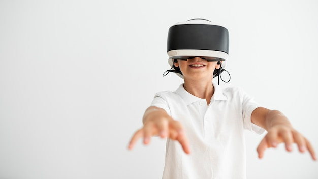 Front view boy wearing virtual reality glasses Free Photo