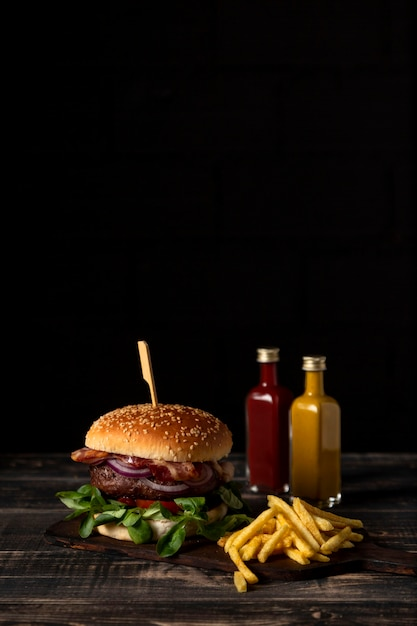 Front view burger and fries with sauces on table and copy-space Free Photo