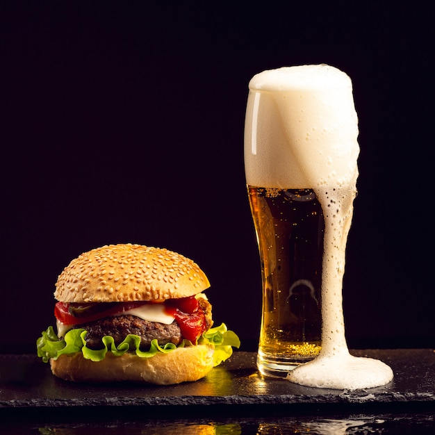 Front view burger with beer Free Photo