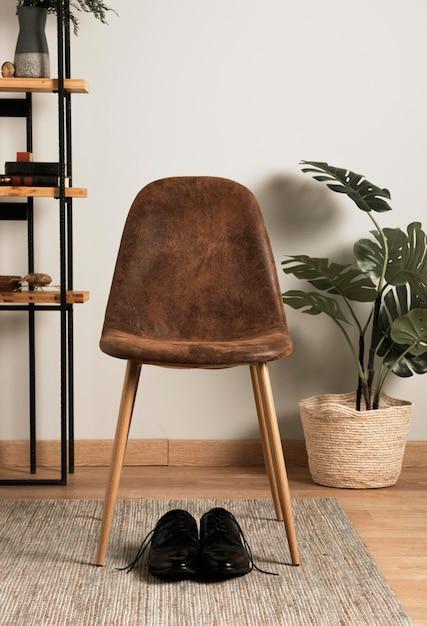 内部植物が付いている正面図の椅子 無料写真