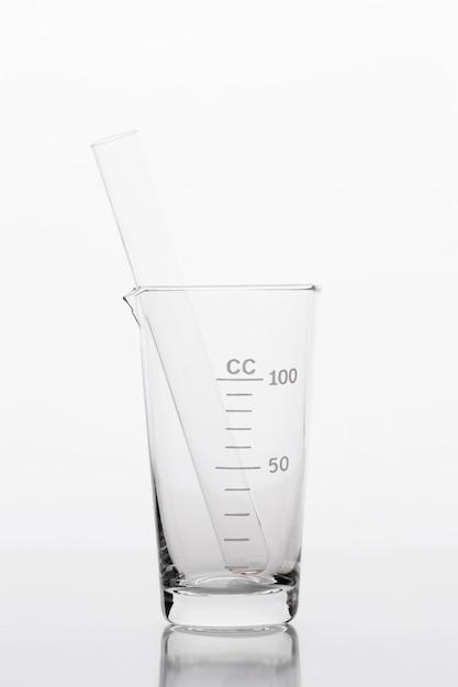 Composizione chimica vista frontale in laboratorio Foto Gratuite